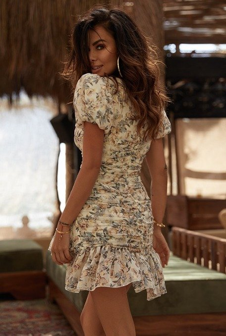 Artia - A well-fitted crinkled dress with an unique floral print